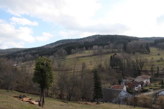 Vallon des Merlusses avec village de Lusse en contrebas