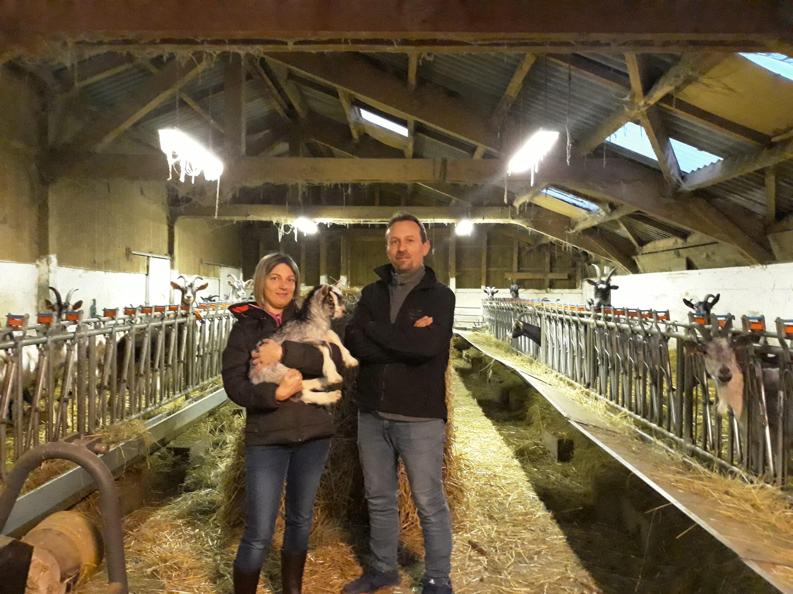 Nouveaux propriétaires (Jérôme Brunat et Stéphanie Marand) de la chèvrerie des Merlusses
